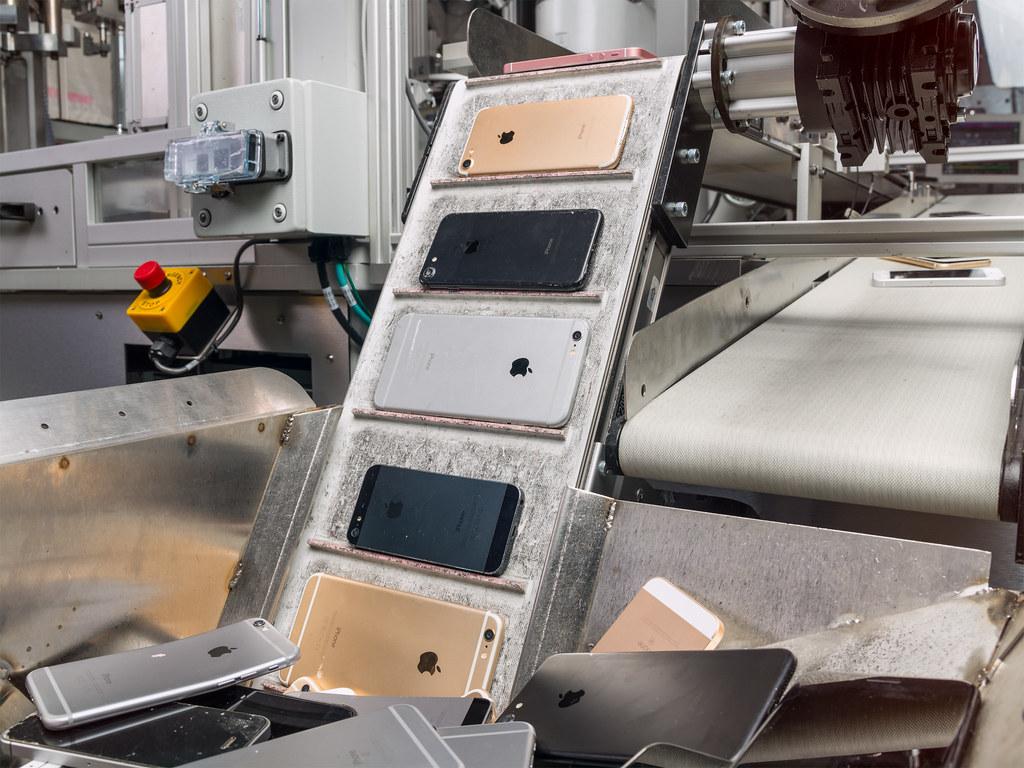 蘋果碳中和實驗:拆解舊iPhone、回收稀土的機器人